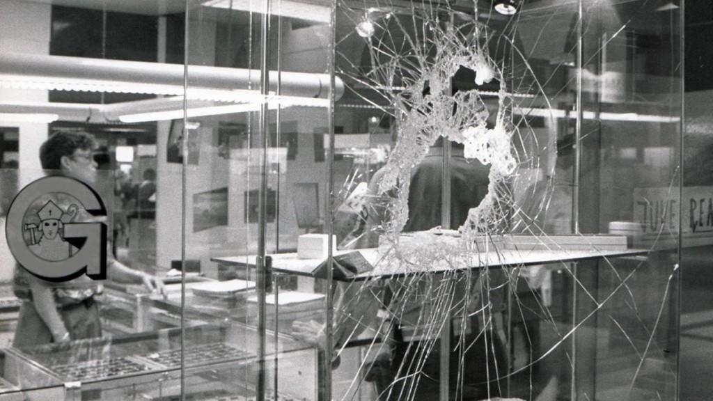 vetrina-negozio-rotta-danno